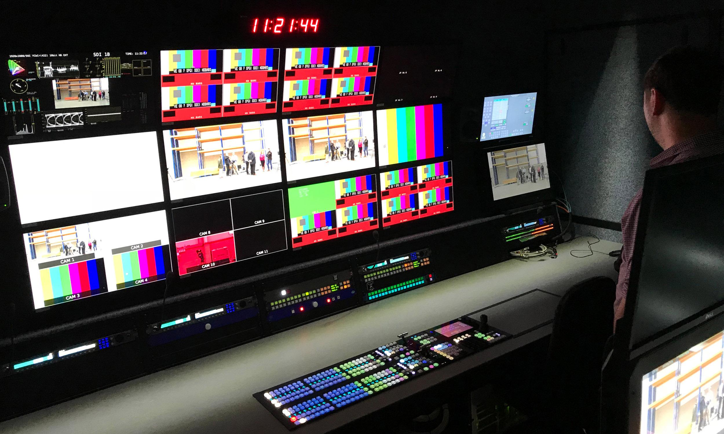LV5490 4K/HDR multiscreen waveform monitor